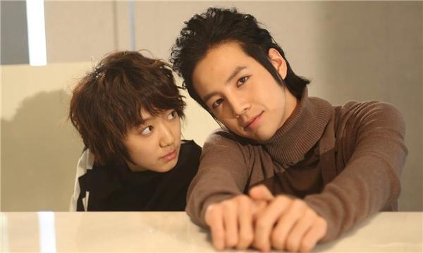 """""""Phát hờn"""" với dàn bạn thân toàn mĩ nam vây quanh Park Shin Hye"""