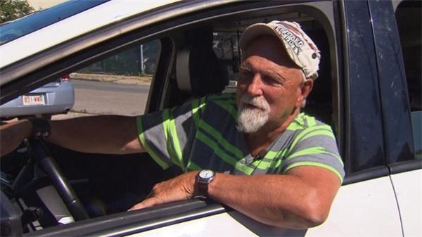 Chân dung ông MacCausland, 70 tuổi, người đã không ngần ngại hoàn trả số tiền khổng lồ ấy chỉ để được khen thưởng 100 đô la