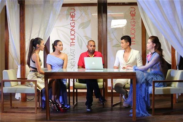Đại diện nhãn hàng chọn đội Hồ Ngọc Hà là đội chiến thắng.