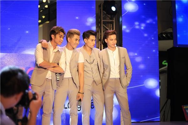 4 chàng trai Isaac, Jun, Will và S.T xuất hiện trong những bộ vest lịch lãm, sang trọng. - Tin sao Viet - Tin tuc sao Viet - Scandal sao Viet - Tin tuc cua Sao - Tin cua Sao