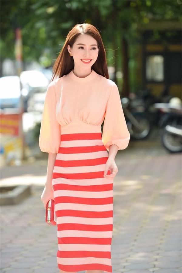 Thu Thảo, Kỳ Duyên, song hậu đọ sắc với váy áo thanh lịch