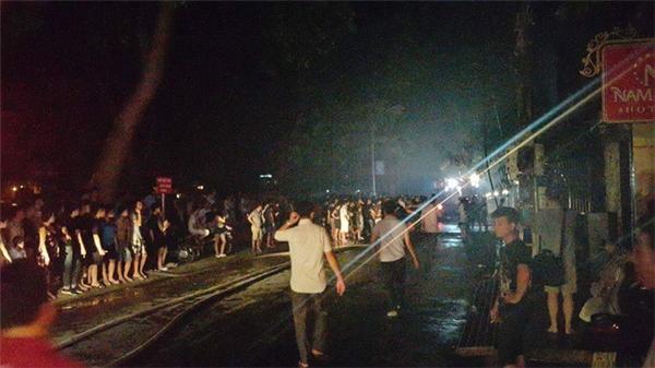 Đám cháy khiến nhiều người hoảng hốt bỏ chạy. Ảnh: Internet