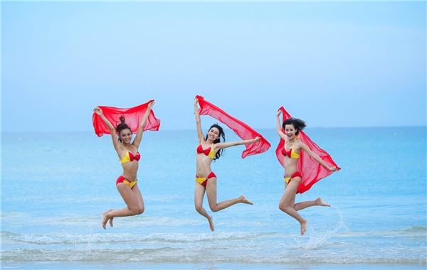 Đội Lan Khuê vút bay cùng bikini Vietjet.