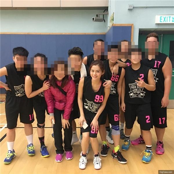 Cô nàng làmột thành viên trong đội bóng rổ nữ HERO Basketball Team.