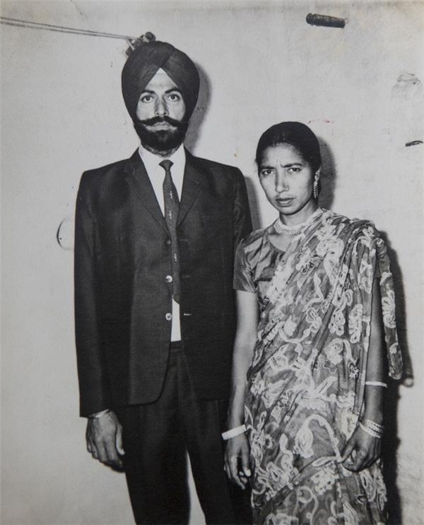 Bức hình chụp hai vợ chồng bà Daljinder từ những năm 1970.