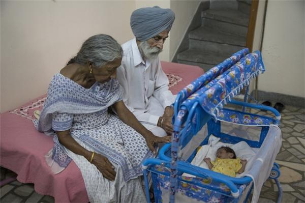 Câu chuyện của bà mẹ 72 tuổi bất chấp tính mạng để sinh con