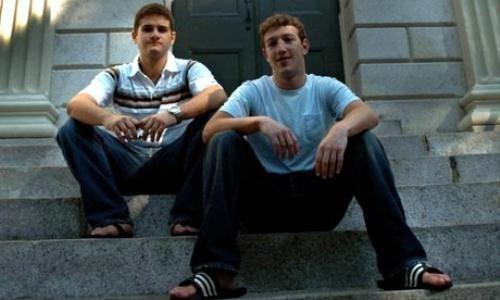 Mark Zuckerberg và Dustin Moskovitz khi còn học ở Havard năm 2004.