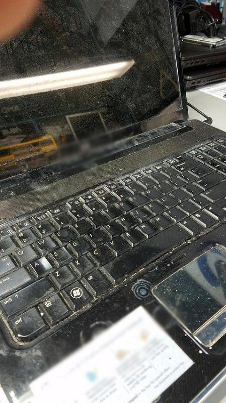 Một chiếc laptop mang dáng vẻ đồ cổ đúng nghĩa.