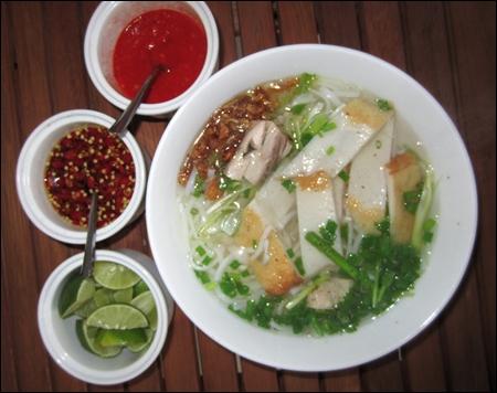 """Ẩm thực Phan Rang - Bánh canh chả cá Phan Rang """"quyến rũ"""" đến từng cọng bún"""