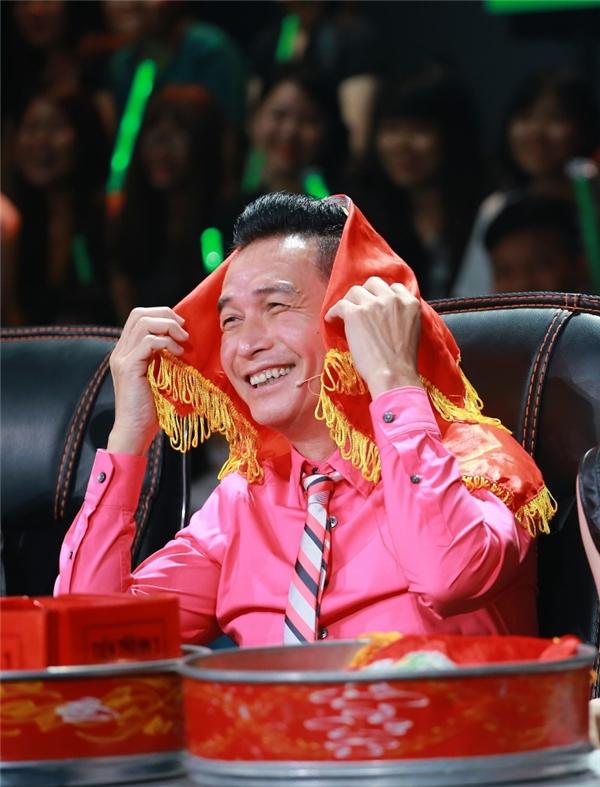 """Không giống như những đêm thi trước, """"cặp đôi tin đồn"""" Tronie – Thái Trinh bao giờ cũng được """"ông mối"""" Nguyễn Hưng cho diễn đôi cùng nhau."""