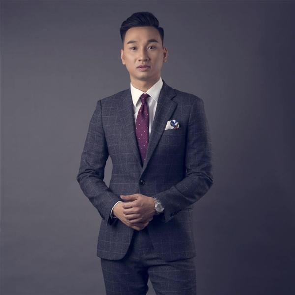 Ngay sau khi bị giật túi xách, MC Thành Trung đã trình báo sự việc với cơ quan chức năng, anh chia sẻ thông tin với mọi người để mong nhận được sự hỗ trợ. - Tin sao Viet - Tin tuc sao Viet - Scandal sao Viet - Tin tuc cua Sao - Tin cua Sao