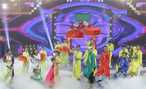 Trong đó, nổi bật nhất là tiết mục củađội Hương Lúa với phần thể hiệnvở nhạc kịch truyền hình nhiều màu sắc, mang đến cho khán giả và ban giám khảonhiều cung bậc cảm xúc.