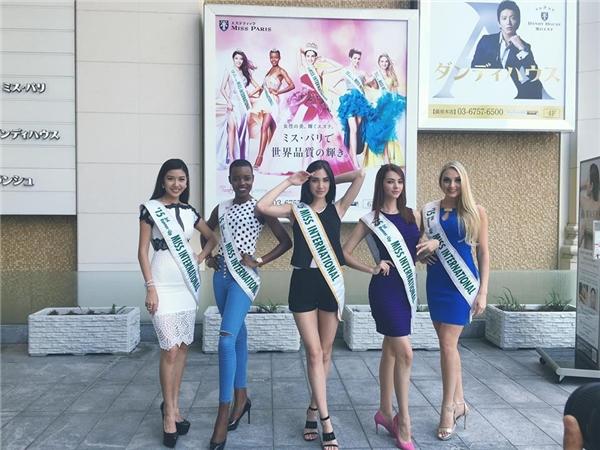 Thúy Vân cùng Top 5 Hoa hậu Quốc tế 2015 đã hội ngộ và tham gia các hoạt động tại Nhật trong những ngày qua. - Tin sao Viet - Tin tuc sao Viet - Scandal sao Viet - Tin tuc cua Sao - Tin cua Sao