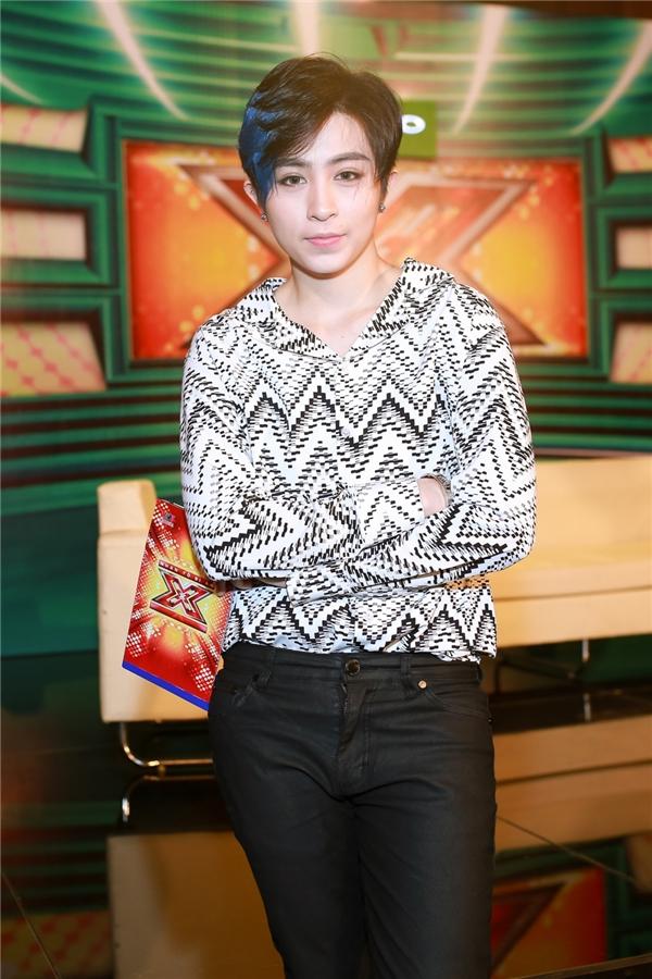 Hiện tại, Gil Lê đang đảm nhận vai trò MC của Nhân tố bí ẩn 2016.