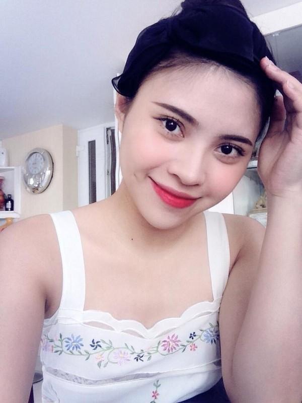 Vè đẹp trẻ trung của nữ tiếp viên 9x, nhiều người nhận xét rằng cô mang vẻ đẹp lai Thái Lan.