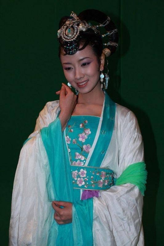 Khán giả nhận định rằng nhân vậtHằng Nga tiên tử trong Tân Tây Du Kýbản Chiết Giangdo nữ diễn viên trẻ Lưu Oanh thủ vai có vẻgiống... yêu quái hơn.