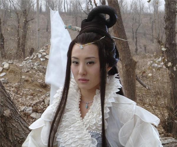 Cũng trong vaiHằng Nga của bộTân Tây Du Kýphiên bản Trương Kỷ Trung. Tạo hình nàyđược cho là quá sắc sảo,không mang vẻ thần tiên thoát tục.