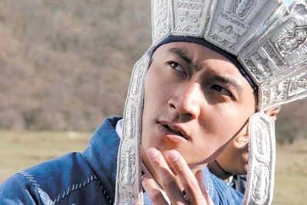 Đường Tăng do Tạ Đình Phong thủ vaitrong Tình điên đại thánh(2005) được xây dựng khángổ ngáo và phong lưu cả về ngoại hình lẫn tính cách.