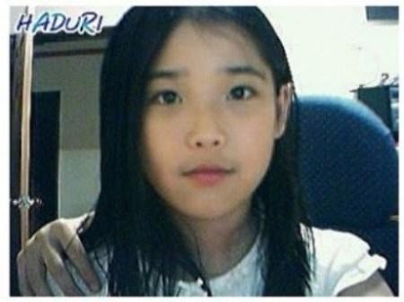 Thông qua webcam, IU đã chứng minh được vẻ đẹp tự nhiên, đáng yêu ngay từ trước khi nổi tiếng.