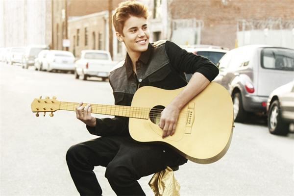 Chơi guitar giống như thách đố nếu không có guitar được thiết kế riêng cho người thuận tay trái.