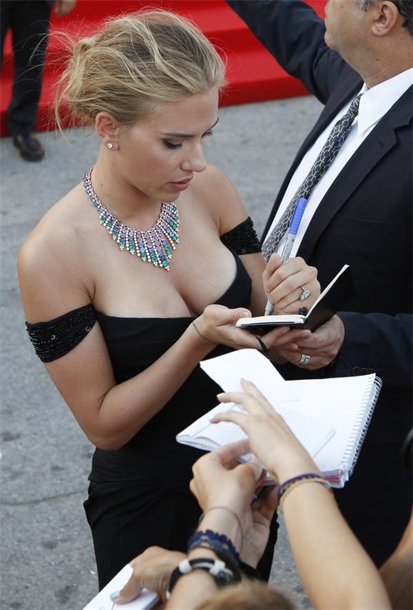 Và cuối cùng, cảm giác cực kỳ hạnh phúckhi thấy người nổi tiếng nào đó cũng thuận tay trái giống mình.