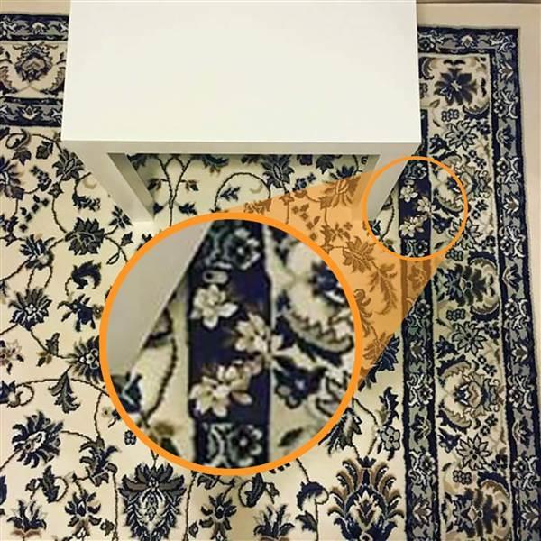 Bạn có thể phóng to ra để thấy rõ hoa văn trên ốp lưng điện thoại khác hoàn toàn với hoa văn trên thảm. (Ảnh: Jeya May Cruz)