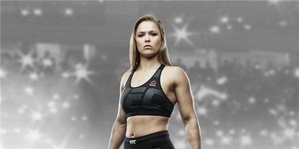 """Nữ đấu sĩ Ronda Rousey chính là một trong những """"con gà đẻ trứng vàng"""" cho giải đấu UFC. Được biết, cô nàng chính là nữ vô địch đầu tiên của UFC, là một trong những nữ đấu sĩ MMA giỏi nhất ở hạng gà. Gần đây, Rousey cũng bắt đầu """"dấn thân"""" vào nghiệp diễn viên. Babộ phim có sự góp mặt của Rousey là: The Expendables 3, Entourage và Furious 7.(Ảnh Internet)"""