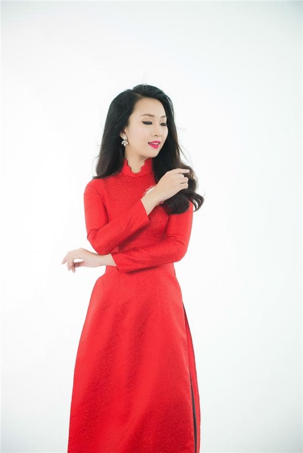 Thí sinh mang số báo danh 035 - Nguyễn Thị Phương Anh gây chú ý bởi gương mặt xinh xắn. Cô sở hữu nét đẹp hao hao giống Top 5 Hoa hậu Việt Nam 2014 - Phan Thị Mơ.