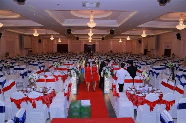 Buổi tiệc cưới được tổ chức với hơn 1000 khách mời.
