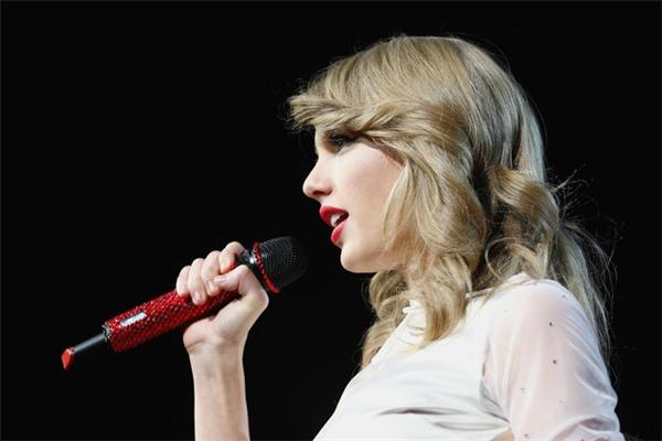 Phần lớn thu nhập của cô có được từ tour diễn 1989 và quảng cáo.