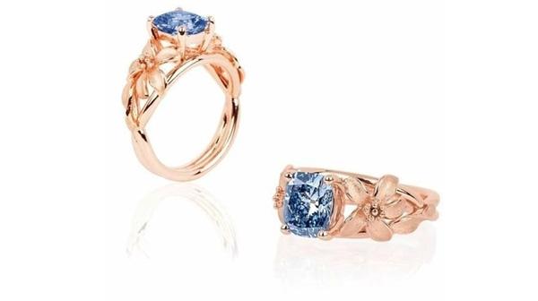 Nhẫn gắn kim cương xanh Jane Seymour 2.08 carat. (Ảnh: Channel News Asia)