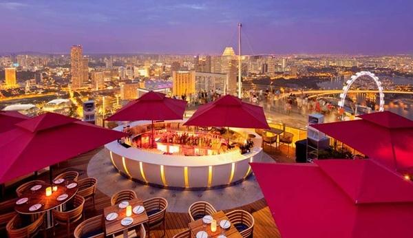 Không gian nhà hàng CÉ LA VI Singapore. (Ảnh: Marinabaysands.com)