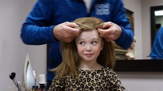 Và cuối cùng, thành phẩm đã ra đời.(Ảnh:What Happens When You Donate Your Hair? - Youtube)