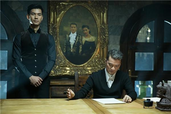 """Bên cạnh đó, """"ông hoàng nhạc Việt"""" cũng dành nhiều lời khen cho nam diễn viên là một người rất lăn xả, biết tạo cảm hứng cho bạn diễn và đặc biệt cư xử cực kì đàn ông."""