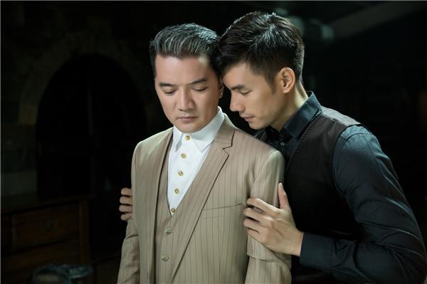 Trong sản phẩm âm nhạcđánh dấu sự hợp tác lần đầu tiên giữa Mr Đàm và diễn viên – người mẫu Nhan Phúc Vinh, cả hai nghệ sĩsẽ có những cảnh quay đầy gay cấn và hấp dẫncùng với hai bạn diễn khác.