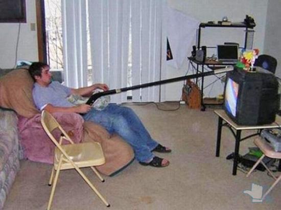 Không gì cản đường anh xem ti vi được.