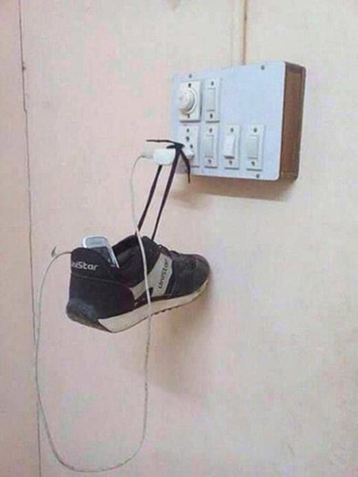 Đến giày cũng không tha!