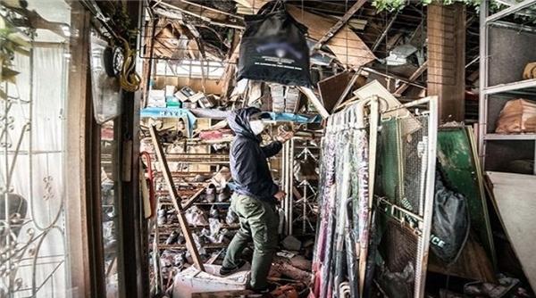 Một của hàng thời trang đổ nát trong thảm họa năm 2011.