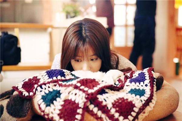 """Bên cạnh """"nàng thơ"""" đẹp như tranh vẽ Han Hyo Joo..."""