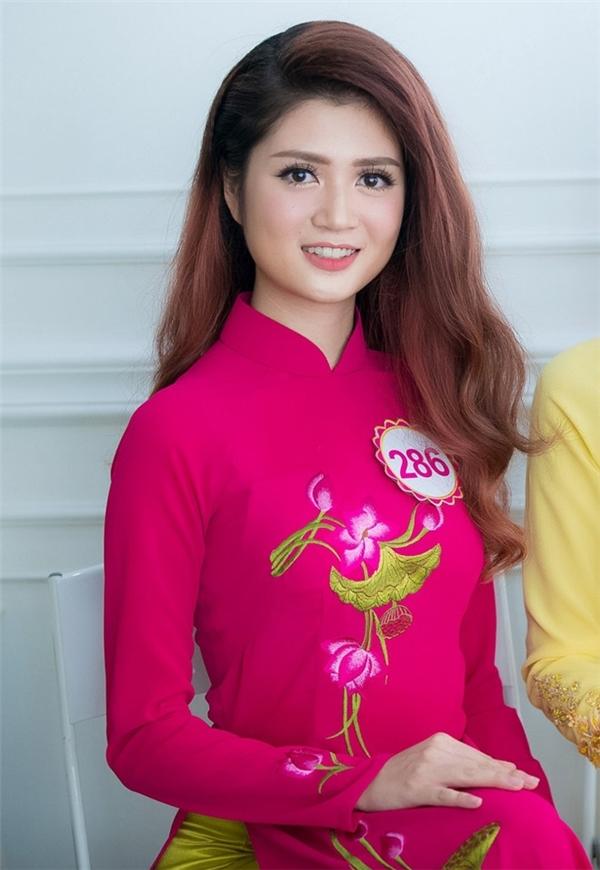 Thí sinh Huyền Trang hiện đang là sinh viên của Đại học Mỹ thuật Công nghiệp Hà Nội. Dù không sở hữu chiều cao nổi bật nhưng cô gái này lại gây ấn tượng với vòng eo chỉ 56 cm.