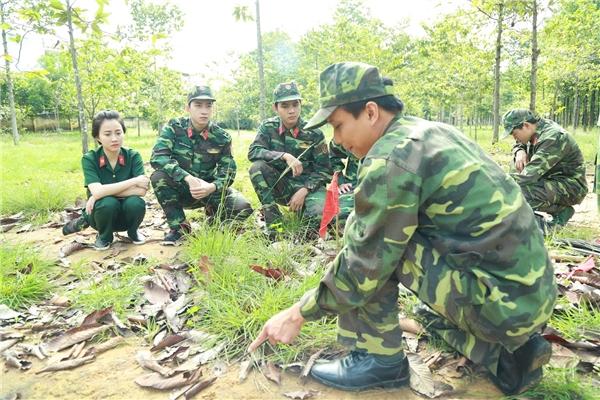 Những hình ảnh tập huấn trong trang phục quân nhân được các diễn viên chia sẻ lên mạng xã hội cũng đã được sự quan tâm của người hâm mộ.