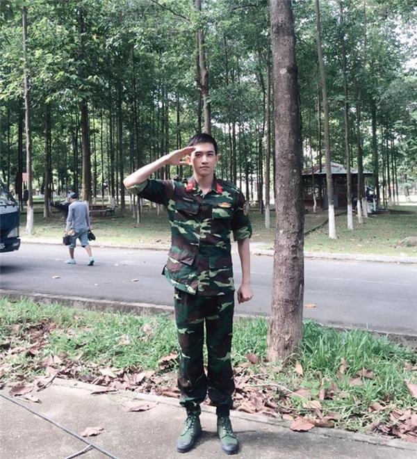 """Võ Cảnh diện trang phục quân đội khiến hàng triệu trái tim người hâm mộ """"thổn thức""""."""
