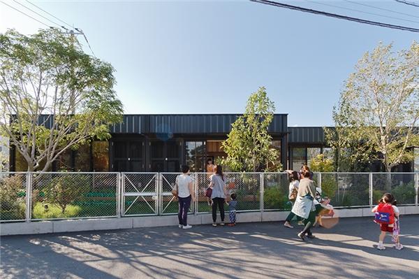 Ngắm nhà trẻ container đẹp và sang không thua gì quán cà phê