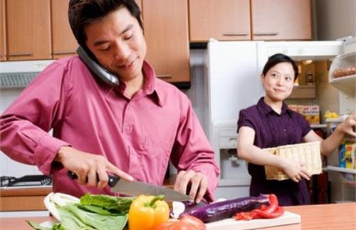 Một gia đình nên được vun vén bởi bàn tay của cả người đàn ông và người phụ nữ.(Ảnh minh họa - Nguồn: Internet)
