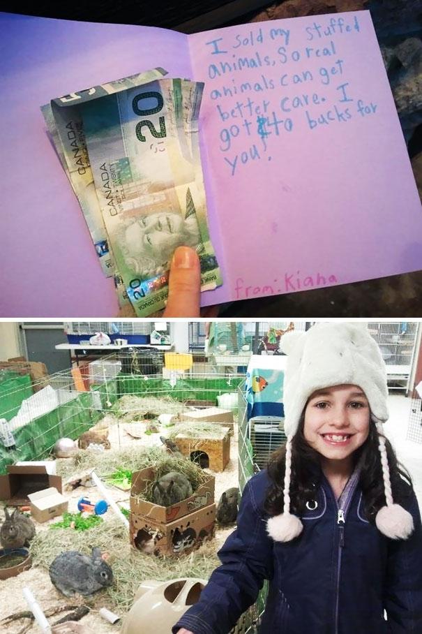 Một cô bé đã xin phép mẹbán những con thú bông của mình để dành tiền quyên góp cho trung tâm cứu trợ động vật.