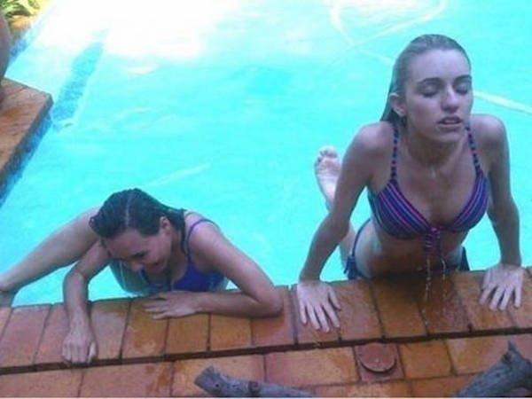 Ở hồ bơi luôn xuất hiện 2 kiểu con gái, kiểu đầu tiên làm gì cũng như siêu mẫu, kiểu còn lại thì làm gì cũng như đóng phim hài.