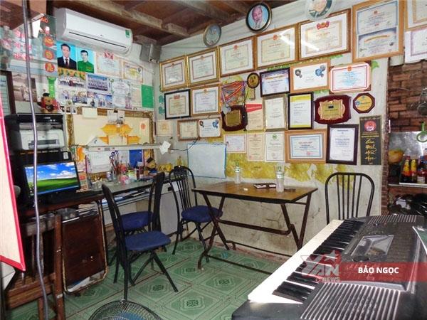 Ngôi nhà nhỏ chưa đầy 17m2 là nơi sinh hoạt của bốn nhân khẩu.