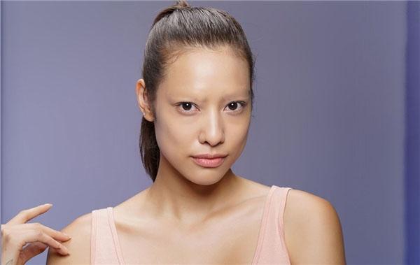 Kéo theo câu chuyện của Mai Ngô là hàng loạt ảnh chế các thí sinh còn lại với gương mặt không có chân mày.
