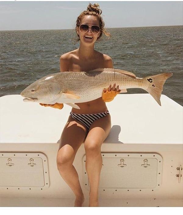 Dùng cá che ngực - trào lưu hot nhất mạng xã hội bạn đã biết chưa?