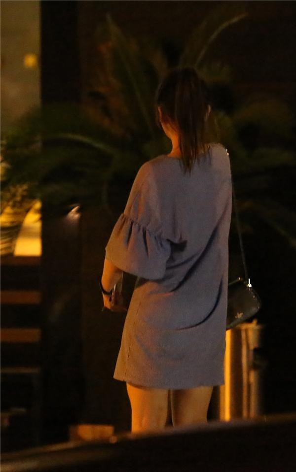 Hình ảnh Hari Won có mặt tại địa điểm cầu hôn tối qua được phóng viên ghi lại được. - Tin sao Viet - Tin tuc sao Viet - Scandal sao Viet - Tin tuc cua Sao - Tin cua Sao
